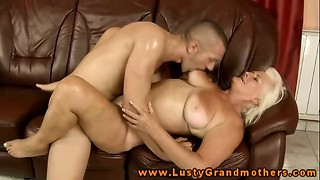 Amateur mature GILF gets poked