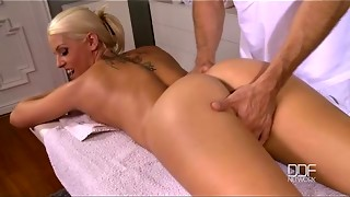 Czech blondie gets a massage and gives a blowjob