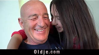 Grand-dad fucks his youthful wife on the kitchen table