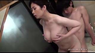 Busty MILF Engulfing Young Guy Getting Her Hairy Twat Fingered In The Bathtube